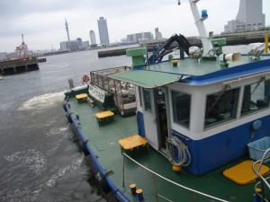 船いっぱいのゴミ
